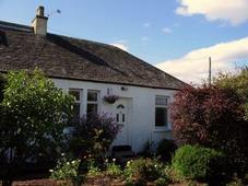 front view of self-catering cottage near stirling